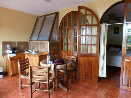 Hotel Villas El Parque: balcony kitchenette