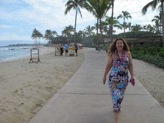 Four Seasons Resort Maui at Wailea: Walking on the beach