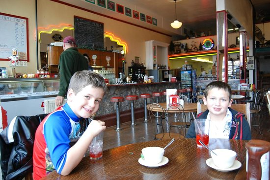 Doe Brothers: Soda fountain vintage decor with old fashioned ice cream treats