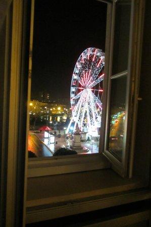 Best Western Hotel D'Anjou : Vue de la grande roue place Lorraine depuis la chambre