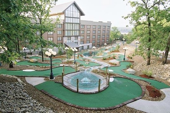 Tan-Tar-A Resort, Golf Club, Marina & Indoor Waterpark: On-Site Miniature Golf
