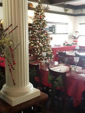 Taverna Manos : INSIDE FRONT OF HOUSE 2012 XMAS