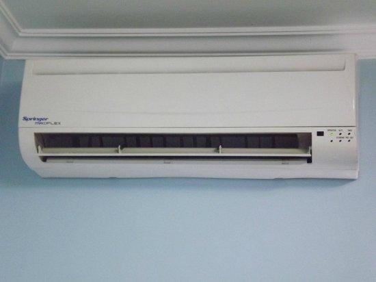 Hotel Rouver: Ar condicionado e Frigobar. Em Foz isso é essencial!
