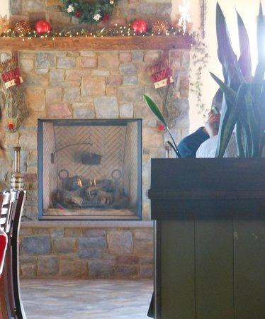 Blue Bird Inn: Atmosphere- warm and cozy and festive