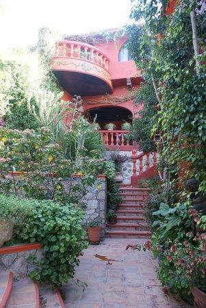 Casa Puesta Del Sol: Los jardines excelentes..!!