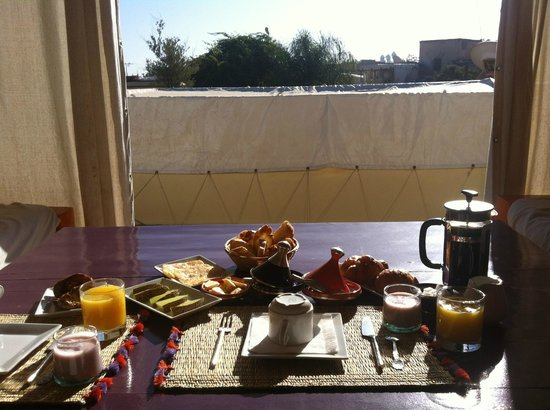 Dar Charkia: Delicious all-day breakfast, being enjoyed on the roof