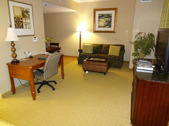 Homewood Suites Hagerstown: Studio family area