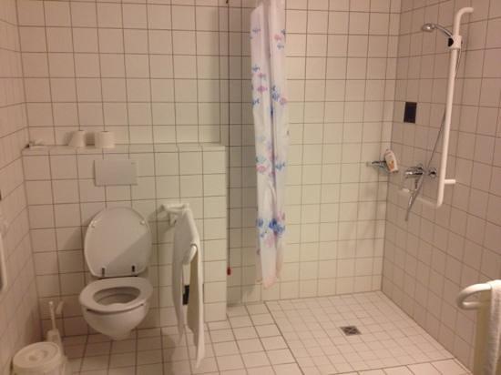 Hotel Wartburg Winterberg: ruime badkamer