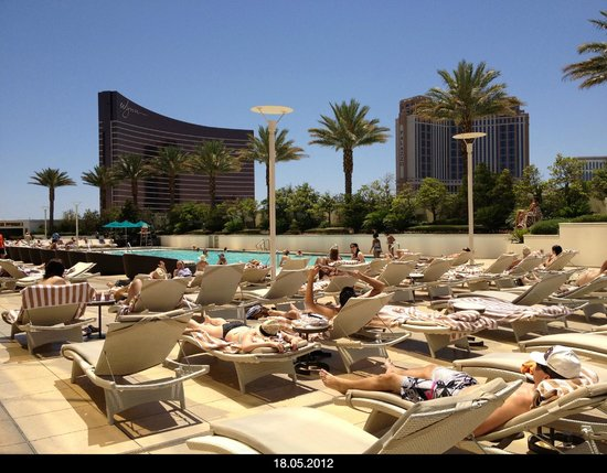Trump International Hotel Las Vegas : pool and sundeck