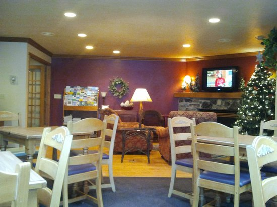 Homestead Suites: breakfast area and play/reading/meeting, etc area