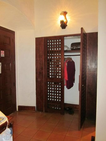 Quinta Real Oaxaca: Showing closet size