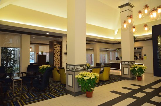 Hilton Garden Inn Westbury: Ample seating for meetings