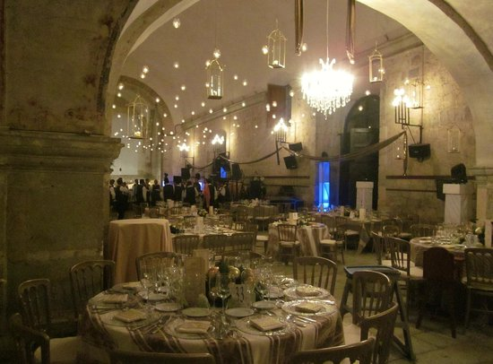 Quinta Real Oaxaca: Dining hall beautifully decorated for New Years
