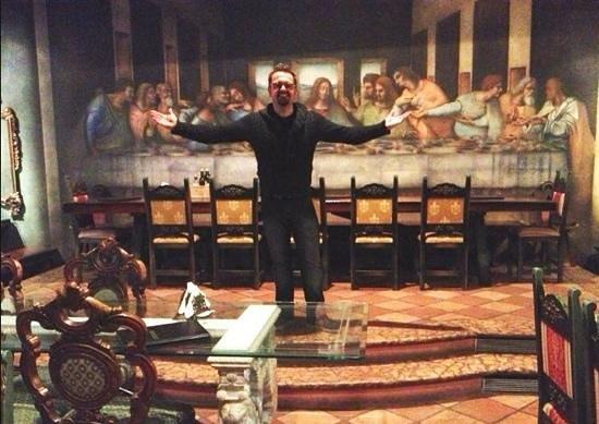 Michelangelo da Vinci: zio Cat (Alessandro Riquelme Cattarello) al Michelangelo All ultima cena al secondo piano :))