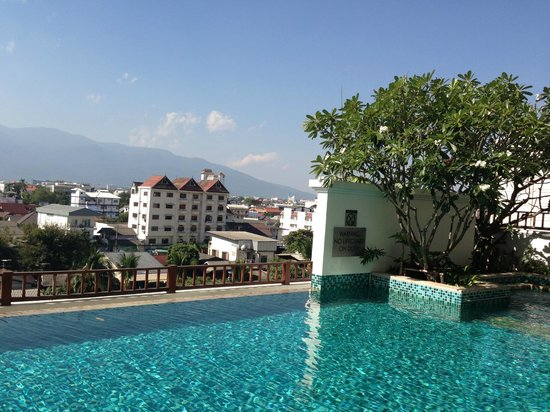Le Meridien Chiang Mai: View of the city from the pool area