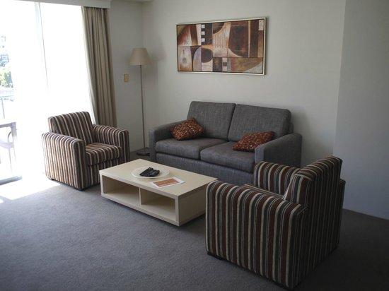Oaks on Castlereagh: Lounge/Dining