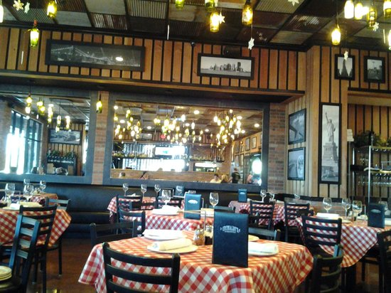 Grimaldi's Pizzeria  N Scottsdale : Big hall with tables