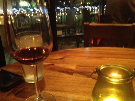 RusTeak Restaurant & Wine Bar: cozy bar