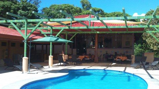 Villas Alturas: The pool
