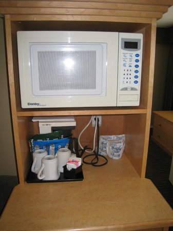 Comfort Inn and Suites North Vancouver: microwave