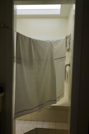 La Te Da Hotel: Our solution to no shower curtain
