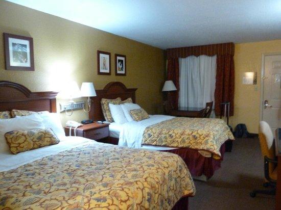 Days Inn Memphis at Graceland: 2 Double Beds, Non Smoking