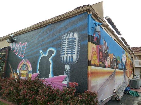 Days Inn Memphis at Graceland: Artwork