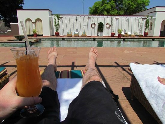The Victoria Falls Hotel: Relaxing around the pool