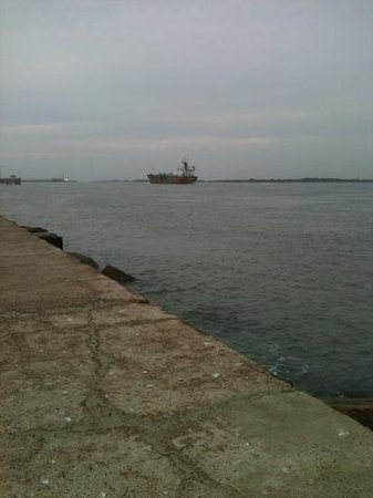 Port Aransas, TX: really big ship