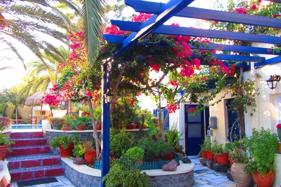 Hermes Hotel: beautiful grounds, balconies