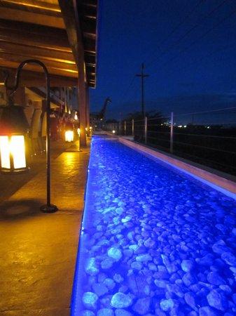 Ole - Sereni Hotel, Nairobi: Restaurant in the evening, beautiful and very romantic!