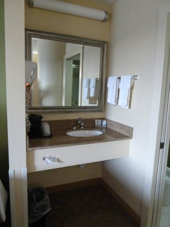 Sleep Inn West: Vanity Area