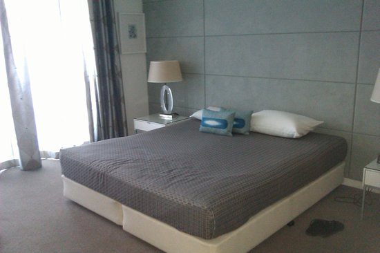 Artique Surfers Paradise: bed 1