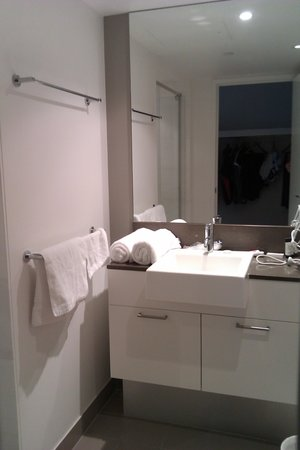 Artique Surfers Paradise: ensuite bed 1