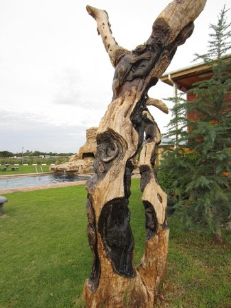 Adansonia Hotel: Art everwhere at the hotelgrounds
