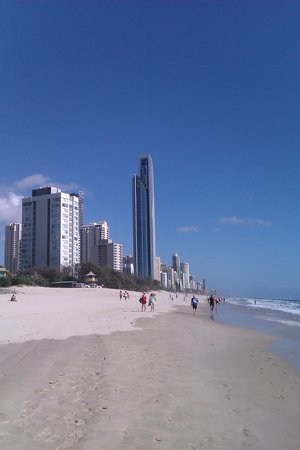 Artique Surfers Paradise: beach