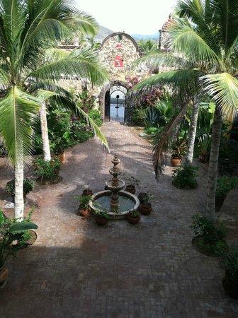 Hacienda Cerritos Boutique Hotel: Courtyard