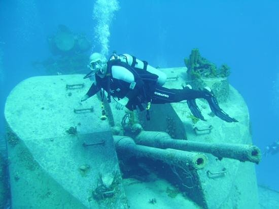 Reef Divers Cayman Islands: wreck diving on the Russian frigate