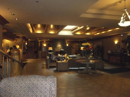 Banff Caribou Lodge & Spa: Lobby