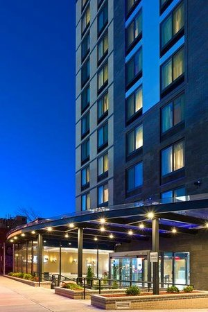 Fairfield Inn & Suites New York Queens/Queensboro Bridge: Hotel Exterior