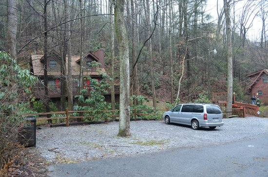 Uncle Bud's Log Cabins: cabin from road way Ski Mountain Rd