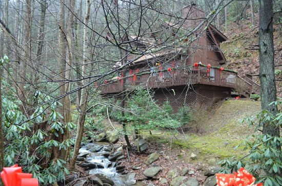 Uncle Bud's Log Cabins: View of cabin from bridge
