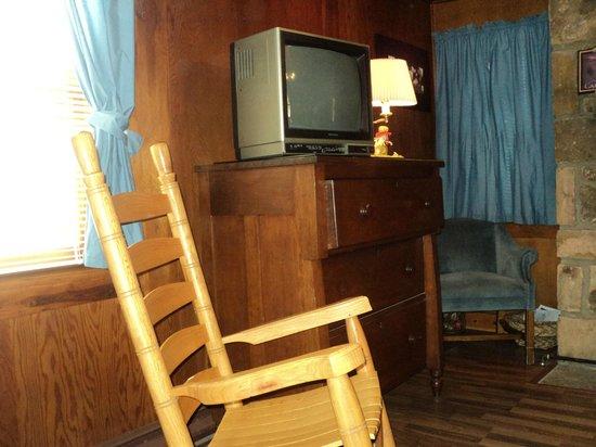 Brevard Inn and Cabins: Bedroom