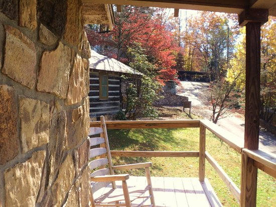Brevard Inn and Cabins: View from Porch