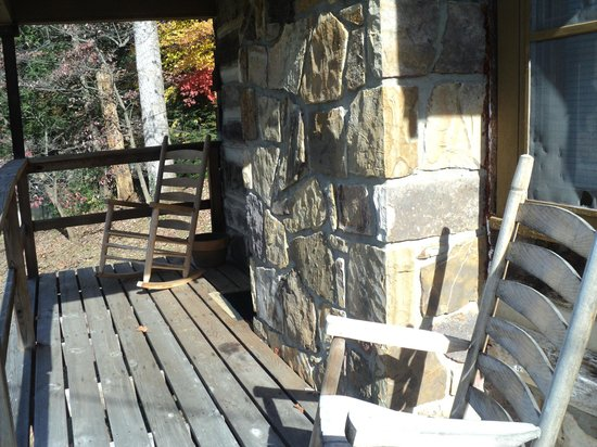 Brevard Inn and Cabins: Porch