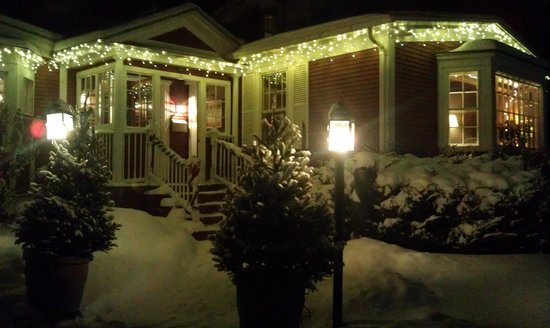 Bistro at Ten Acres: Looks like a Christmas card!