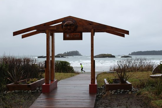 Best Western Tin Wis Resort: Walkway to MacKenzie Beach