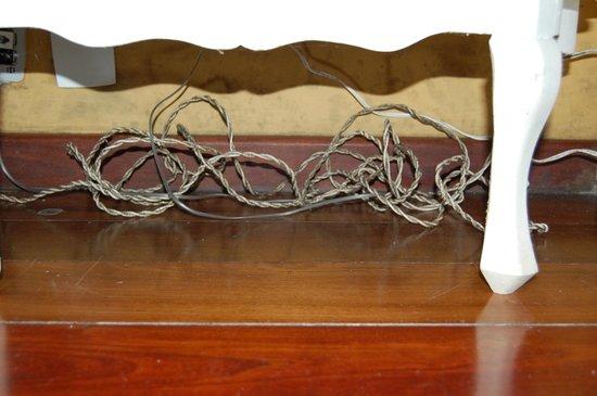 Pousada Quinta dos Passaros: Instalações elétricas impróprias e mofadas.