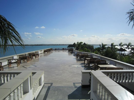 DoubleTree by Hilton Dar es Salaam-Oysterbay: Balcony with sea view