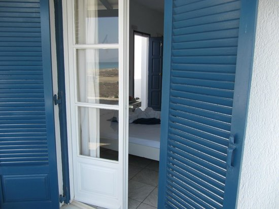 Coralli Beach Apartments: Balcony with peaceful sea view